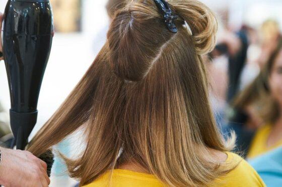 Myjnia fryzjerska z masażem – czy to dobry wybór